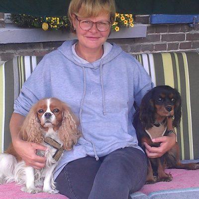 Isabell und Kimmi freuen sich über den Familienzuwachs Claire, die mit 8 Monaten umzieht und ihre neue Familie mit ihrem einfühlsamen Wesen bereichert.